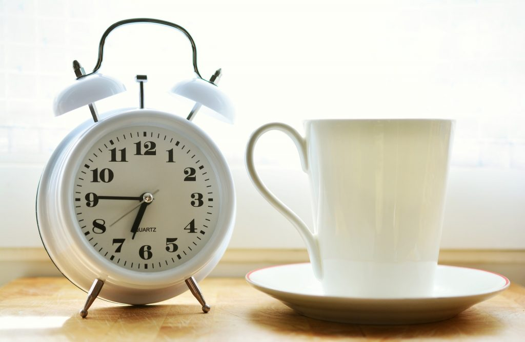 an alarm to wake up in the morning is not a bad option for those who work from home